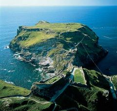 TINTAGEL_http://www.thecimmerian.com/uther-was-a-black-bearded-madman-part-5/